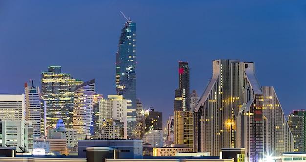 Landschap van het hoogste gebouw in zakengebied in bangkok thailand