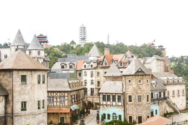 Landschap van kastelen, bana-heuvels, mooi frans dorp in da nang, vietnam