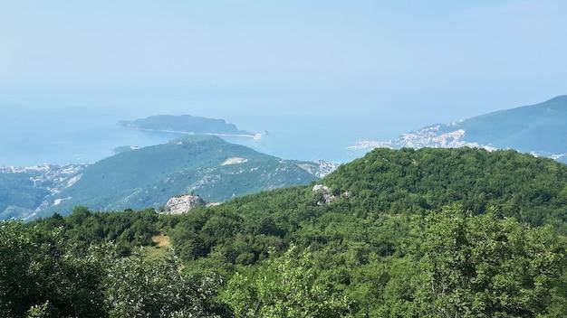 Landschap van montenegro en de adriatische zee