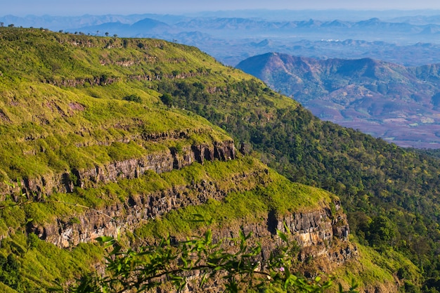 Landschap van pha-ta lern, het wildreservaat van phu luang, loei-provincie thailand.