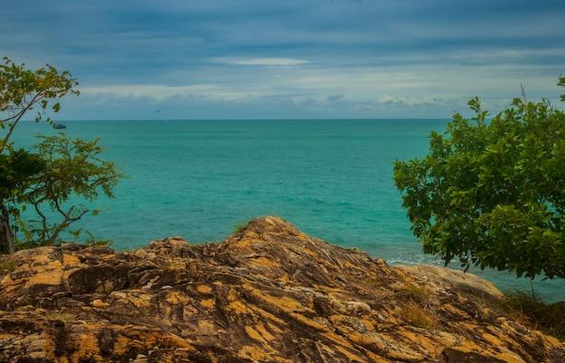 Landschap van rotsen en stranden in de zomer koh samet rayong thailand hoog hoekgezichtspunt