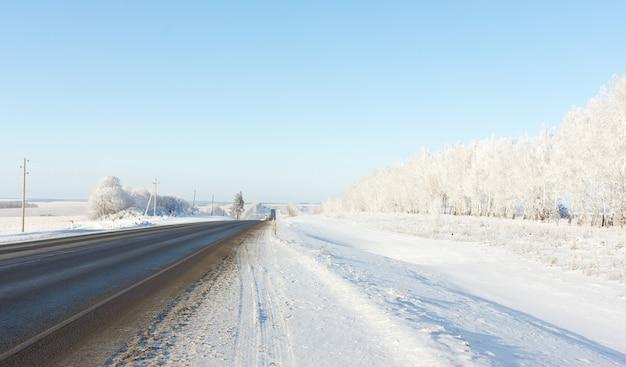 Landschap van winterwegen