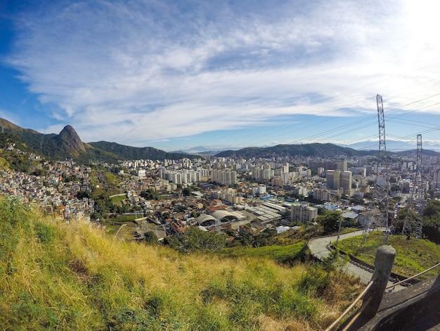 Landschap vanaf de bovenkant van borel-heuvel in rio de janeiro.