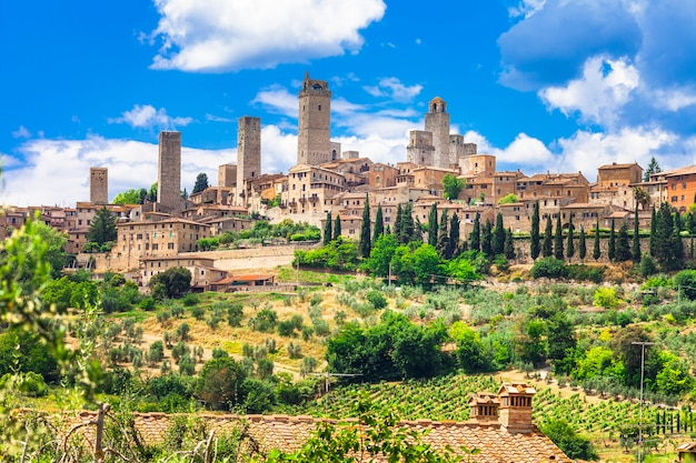 Landschappen en prachtige steden van italië. middeleeuwse san gimignano in toscane