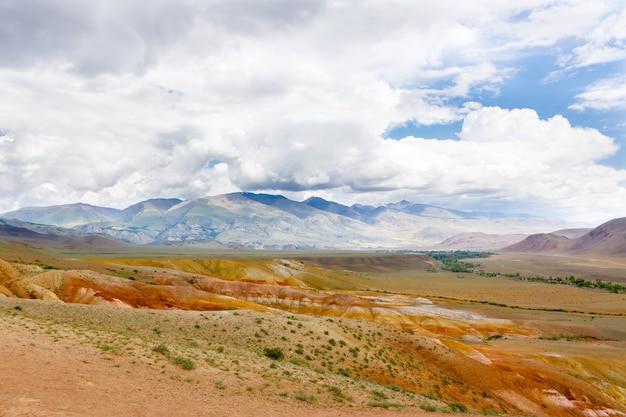 Landschappen van altai-gebergte in siberië, rusland
