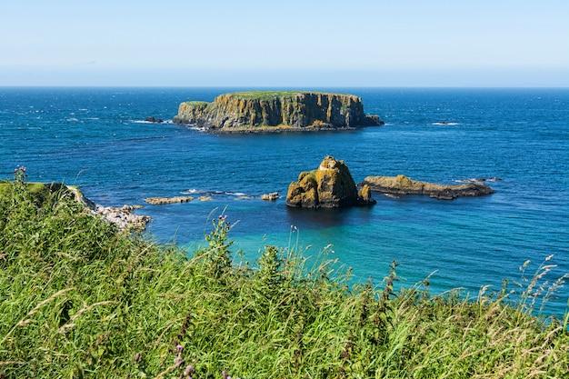 Landschappen van noord-ierland. carrick-a-rede