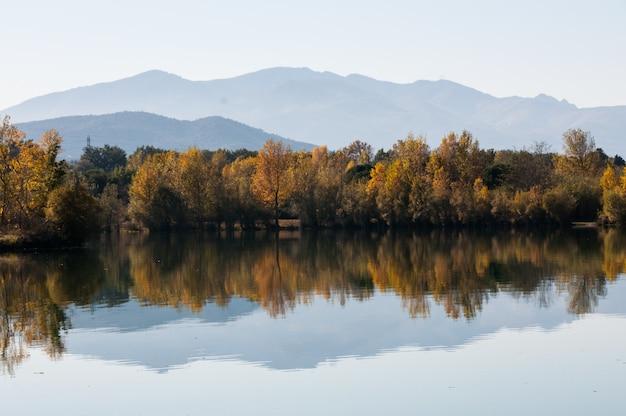 Landschaps aard duidelijke kleuren frankrijk de pyreneeën orientales