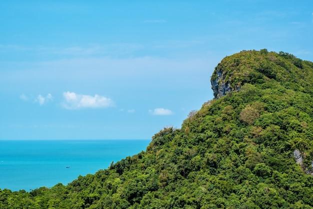 Landschapsbeeld van mu koh angthong, samui island, surat thani, thailand