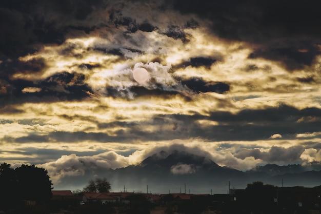 Landschapsbergen bij zonsopgang in het amerikaanse zuidwesten