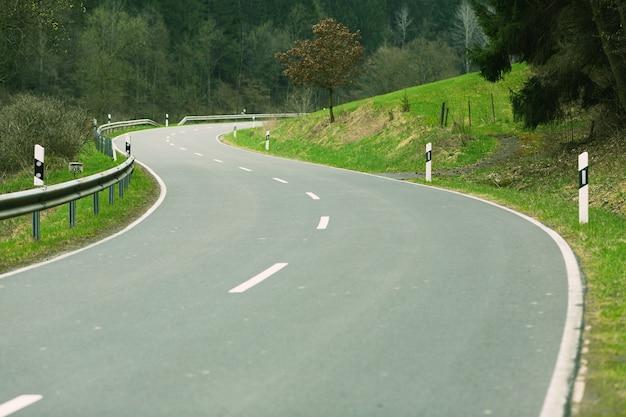 Landschapsfoto van een landweg