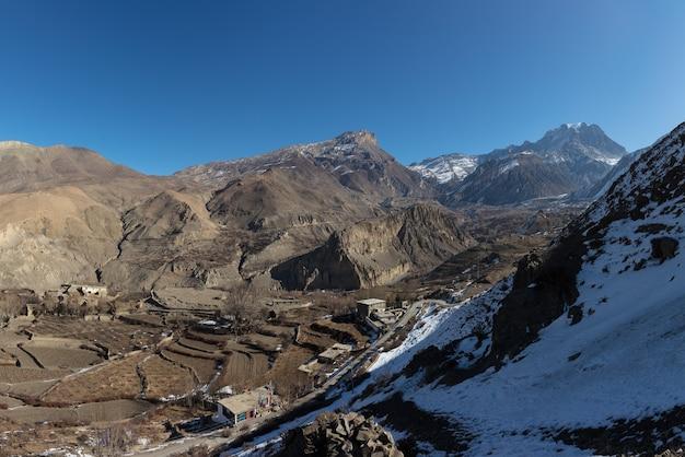 Landschapspanorama van het grote besneeuwde himalayagebergte, nepal everest-gebied