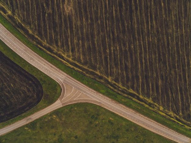 Landweg op de tarwegebieden