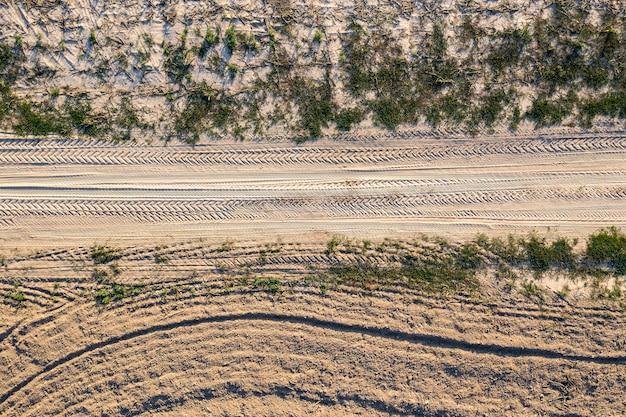 Landweg uitzicht van bovenaf drone schieten