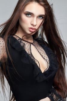Lang perfect haar en natuurlijke make-up, huidverzorging