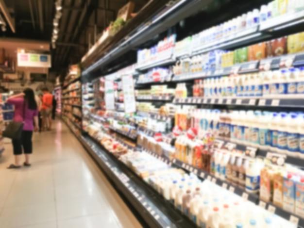 Lange koelkast met voedsel