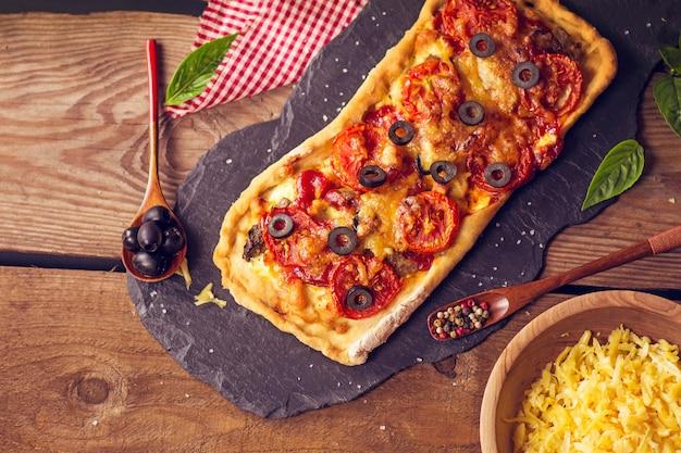 Lange pizza margherita