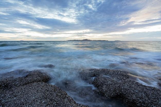 Lange sluitertijd voor zacht waterniveau en dromerig effect.