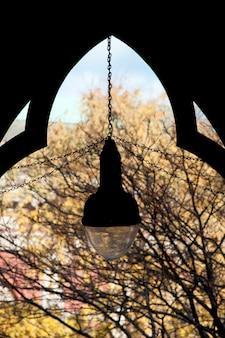 Lantaarn op de universitaire campus van harvard in boston, massachusetts, de vs