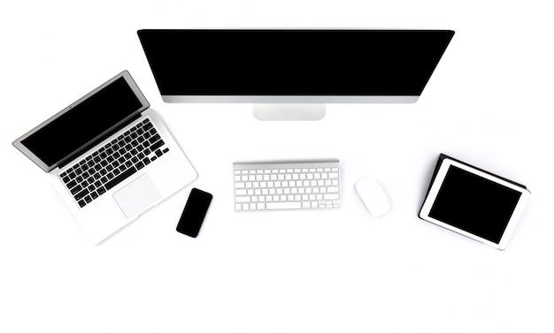 Laptop, computer en tablet op een witte achtergrond