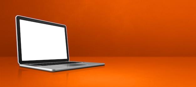 Laptop computer op oranje van de bureauscène banner als achtergrond. 3d-afbeelding