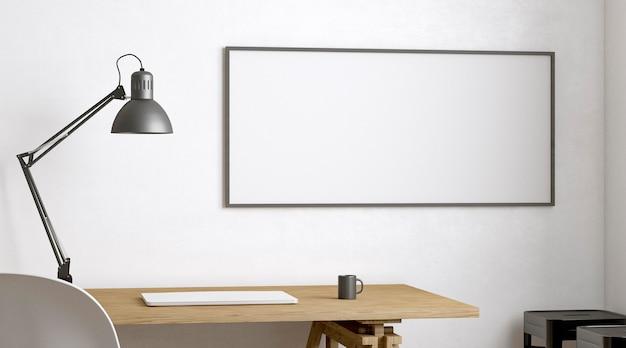 Laptop en lamp op houten bureau