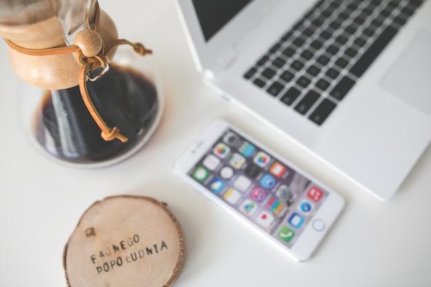 Laptop en smartphone