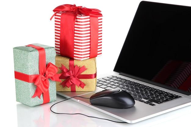 Laptop geschenken en computermuis geïsoleerd