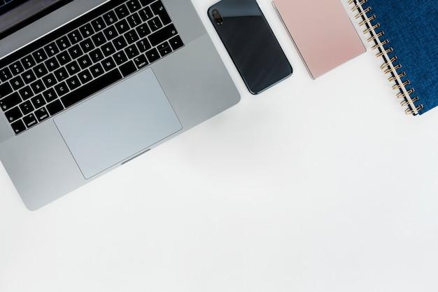 Laptop met harde schijf en notebook
