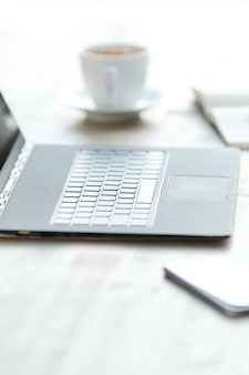 Laptop op bureau