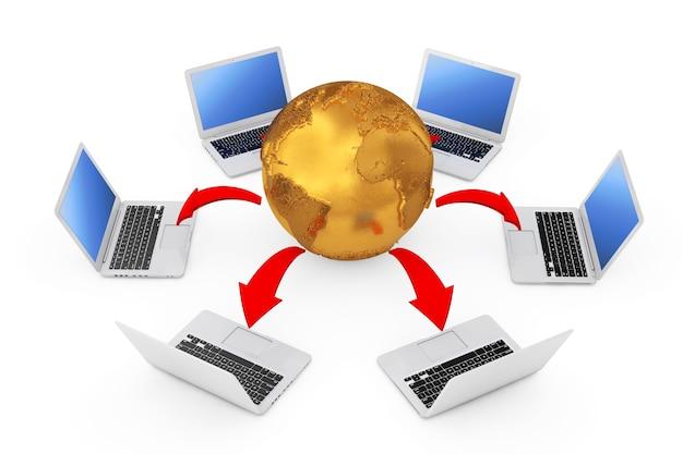 Laptops gerangschikt in een cirkel rond golden earth globe met gloeiende rode pijlen verbindingen op een witte achtergrond. 3d-rendering