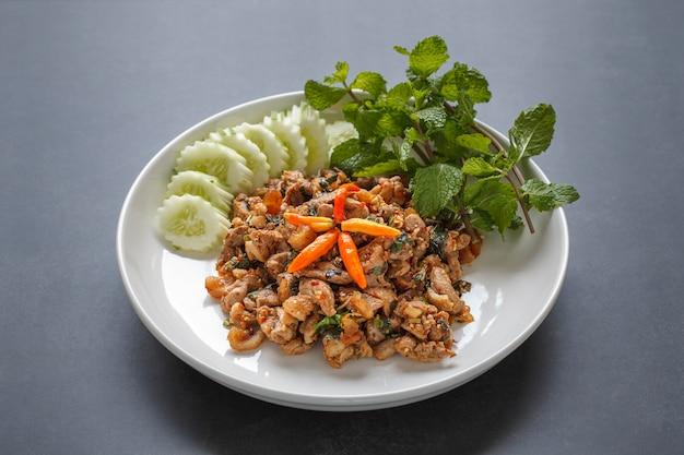 Larb ped, laab ped, thais eten, pittige eendsalade