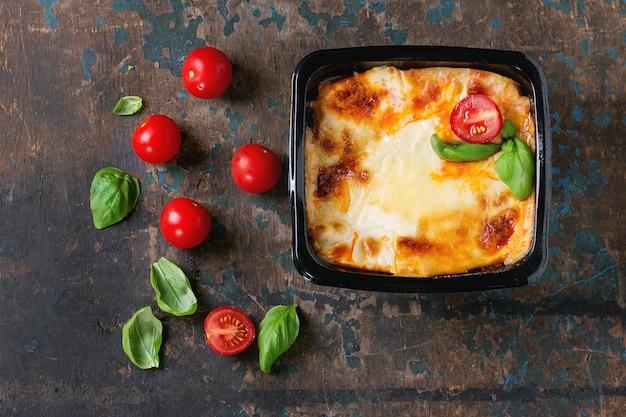Lasagne in plastic doos