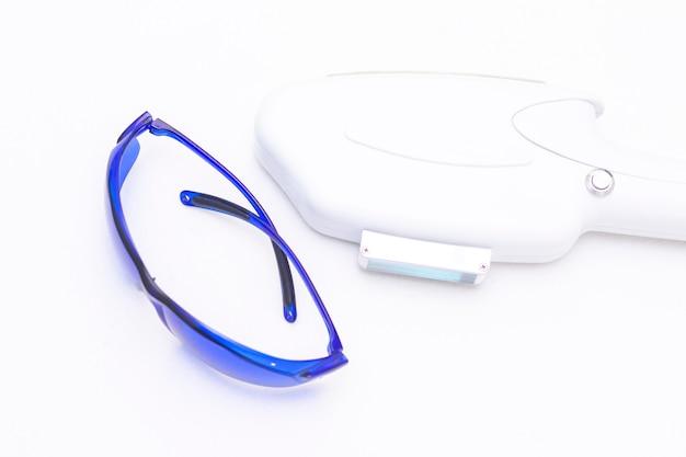 Laserapparaat voor ontharing, ontharing. en blauwe veiligheidsbril, uv-bescherming.