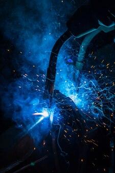 Lasrobotbeweging in een autofabriek