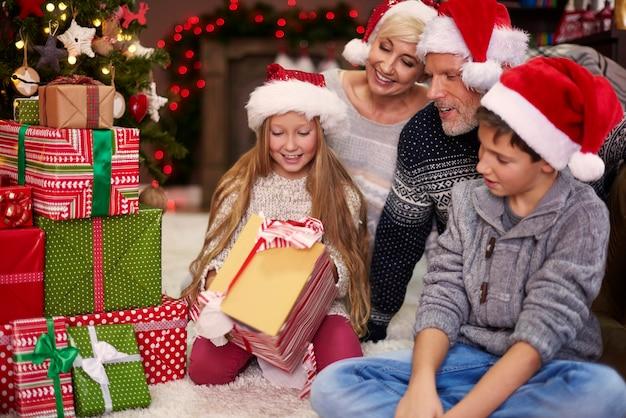 Laten we de kerstcadeautjes openen!