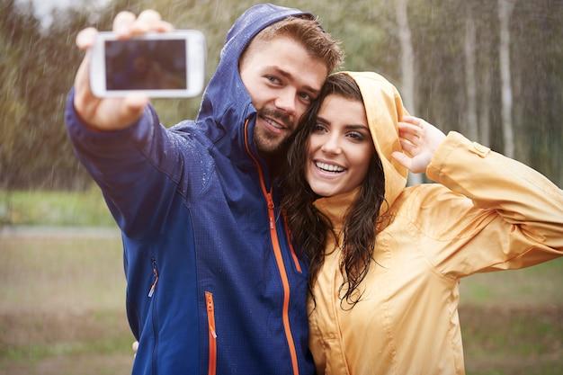 Laten we een selfie maken op deze regenachtige dag