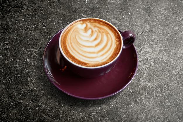 Latte cappucino cup met hartvorm