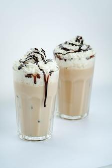 Latte op wit