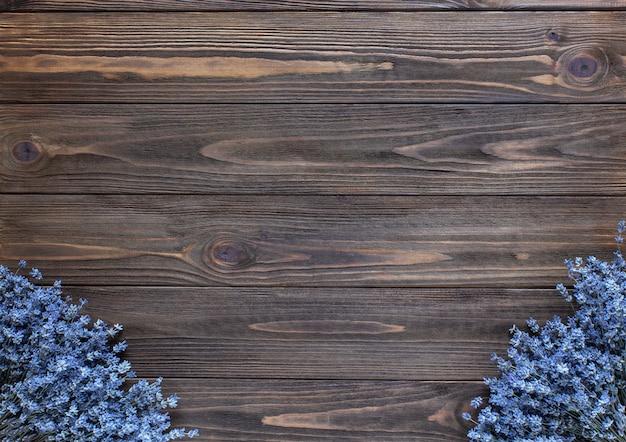 Lavendel frame op donkere houten achtergrond