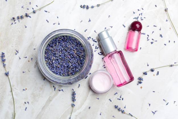 Lavendel lichaamsverzorgingsproducten. aromatherapie, spa en natuurlijke gezondheidszorg concept