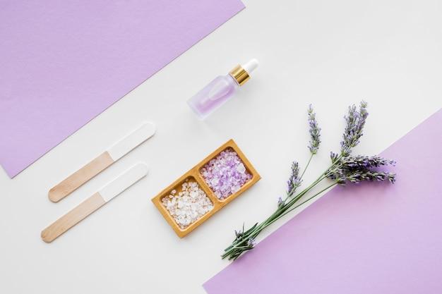 Lavendeloliën en crèmes voor bovenaanzicht van de huid