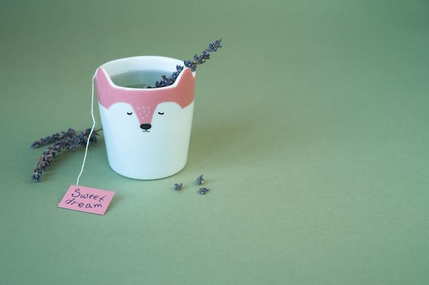 Lavendelthee in grappige kop
