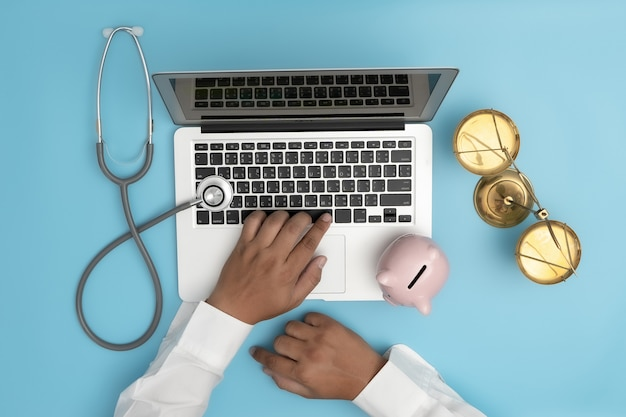 Law concept judge law medical pharmacy compliance gezondheidsregels in de gezondheidszorg.