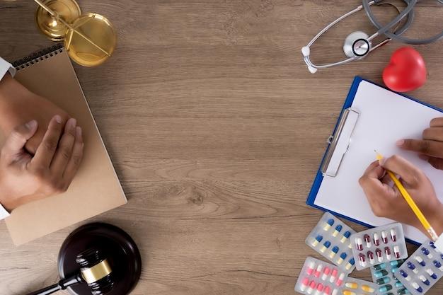 Law concept rechter wet medische apotheek naleving bedrijfsregels voor de gezondheidszorg.