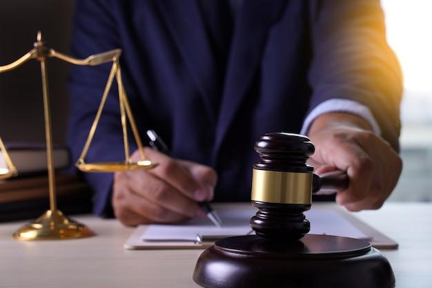 Law lawyer concept justitie advocaten met team