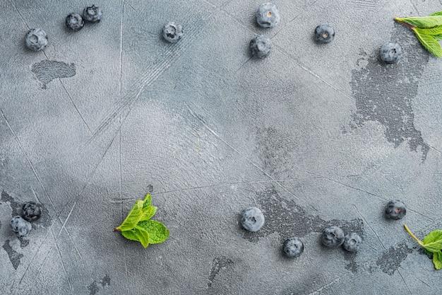 Lay-out kopie ruimte met voedselingrediënten, op grijze achtergrond, bovenaanzicht plat lag met kopie ruimte voor tekst
