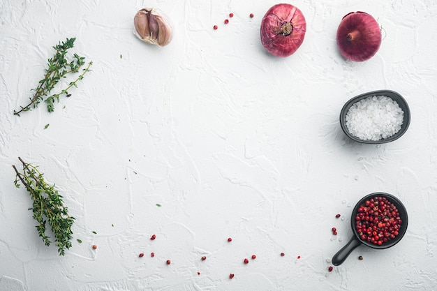 Lay-out kopie ruimte, met voedselingrediënten, op witte achtergrond, bovenaanzicht plat lag met kopie ruimte voor tekst