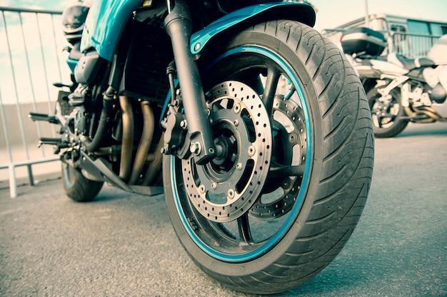 Lay-out voor de service- of reparatiewerkplaats voor de verkoop van motorfietsartikelen.