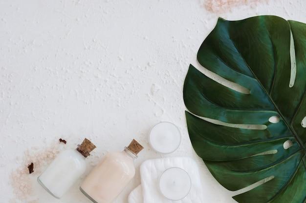 Leaf kaarsen badproducten met kopie ruimte