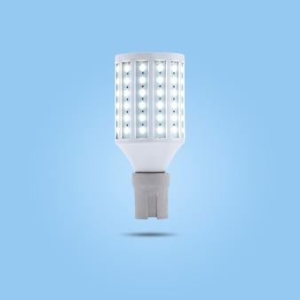 Led spaarlamp 230v in een keramische socket geïsoleerd op blauwe pastelkleurige achtergrond.